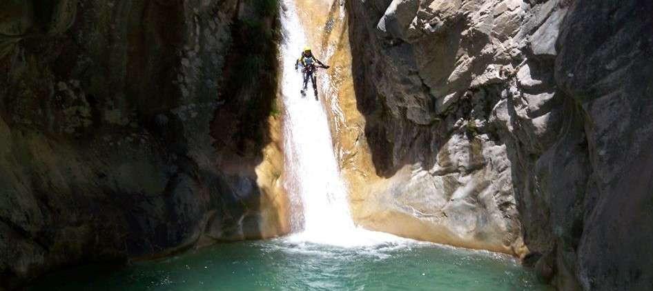 Canyoning sul fiume Serra nelle Alpi Apuane