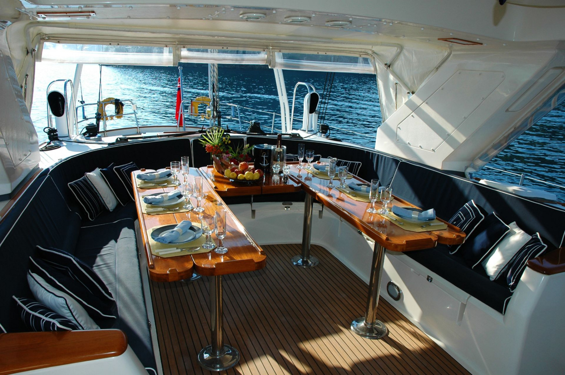 Cena esclusiva e giro in yacht a Castellammare di Stabia