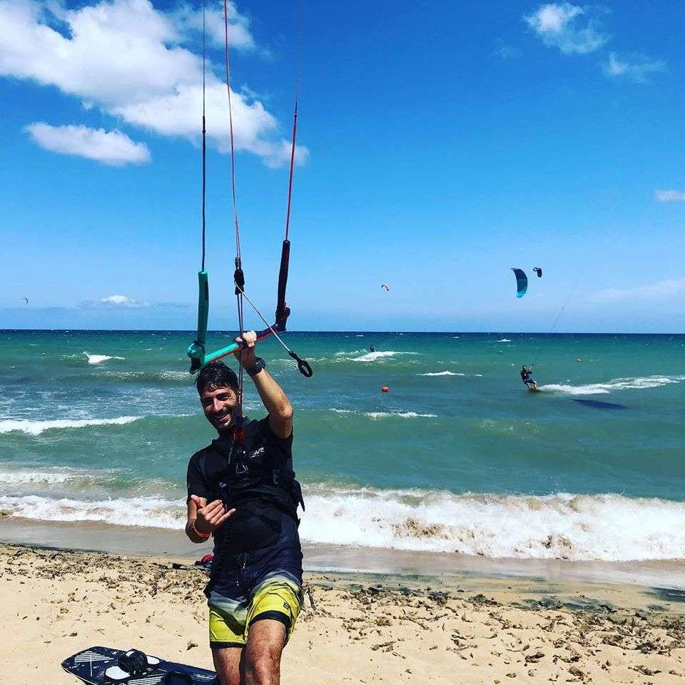 Corso base di kitesurf di 3 giorni in Salento