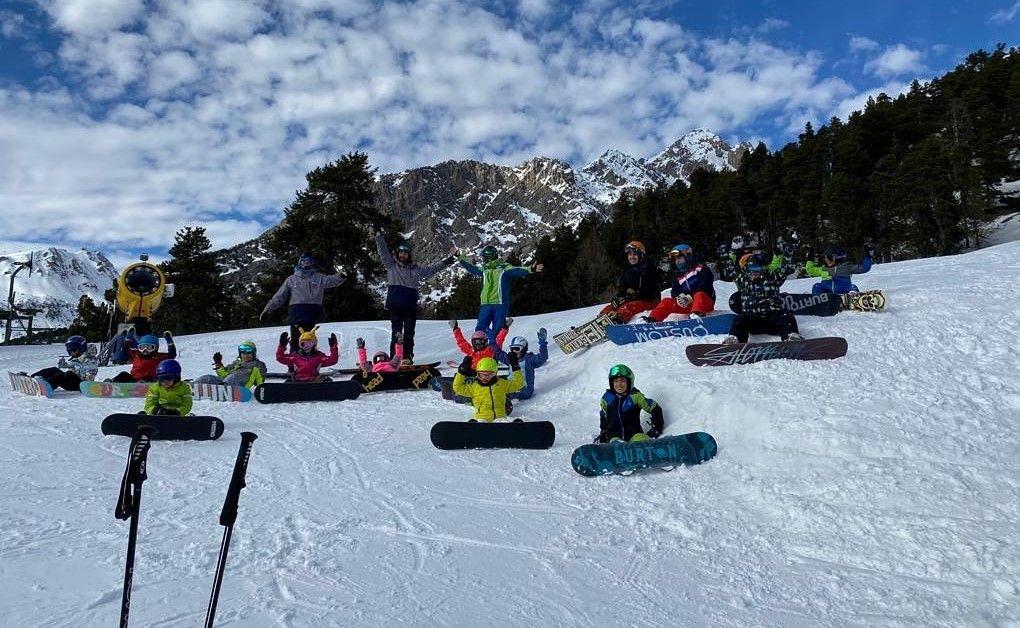 Corso collettivo di snowboard per bambini a Claviere