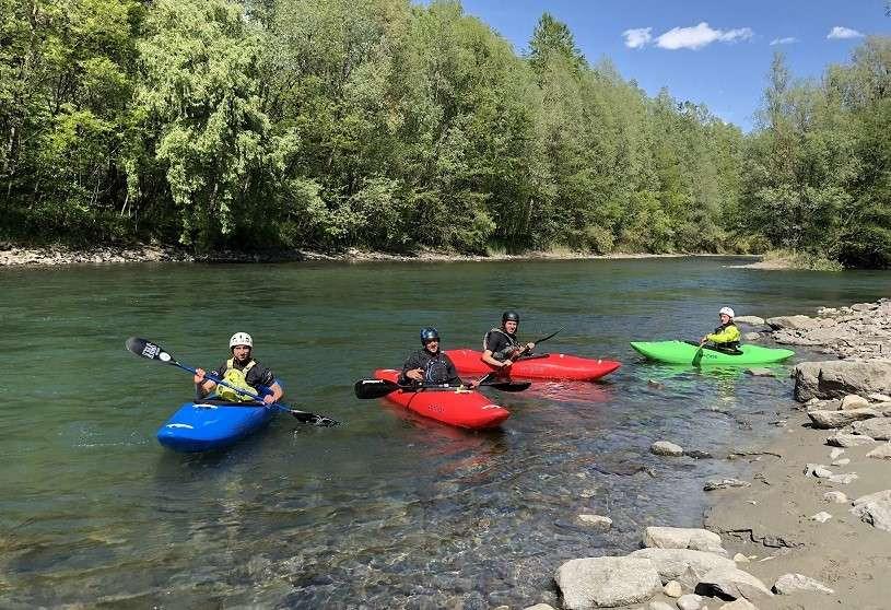 Corso di river kayak da 5 lezioni di gruppo sull'Adda in Valtellina