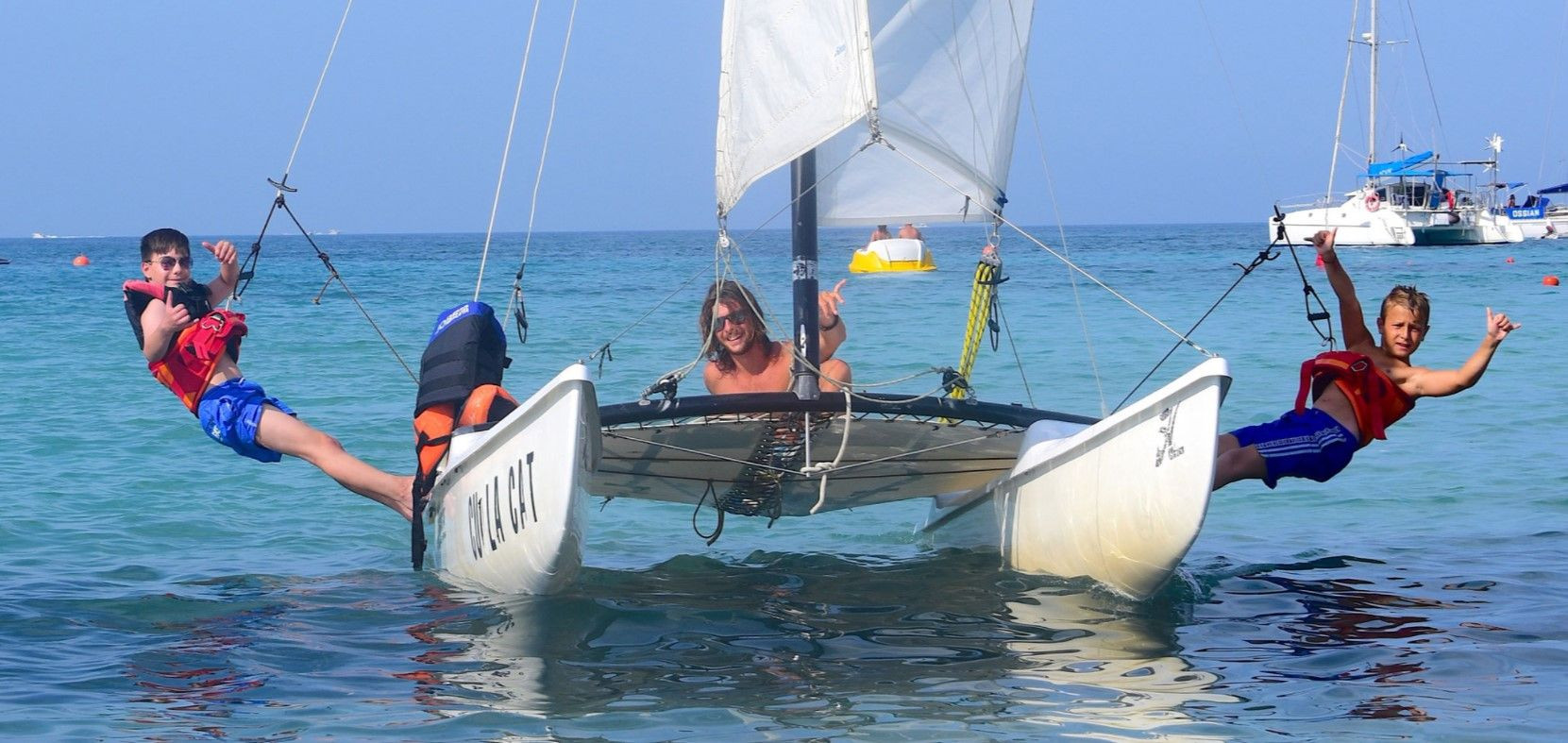 Corso di gruppo di catamarano nel Golfo di Marinella a Olbia