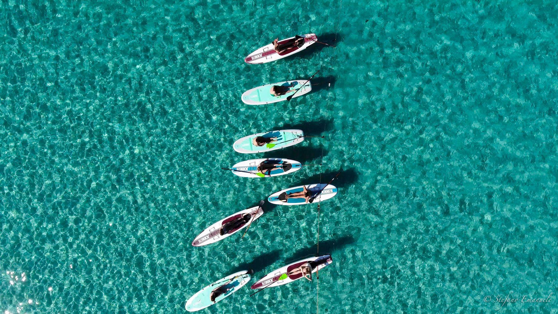 Corso di gruppo di SUP nel Golfo di Marinella a Olbia