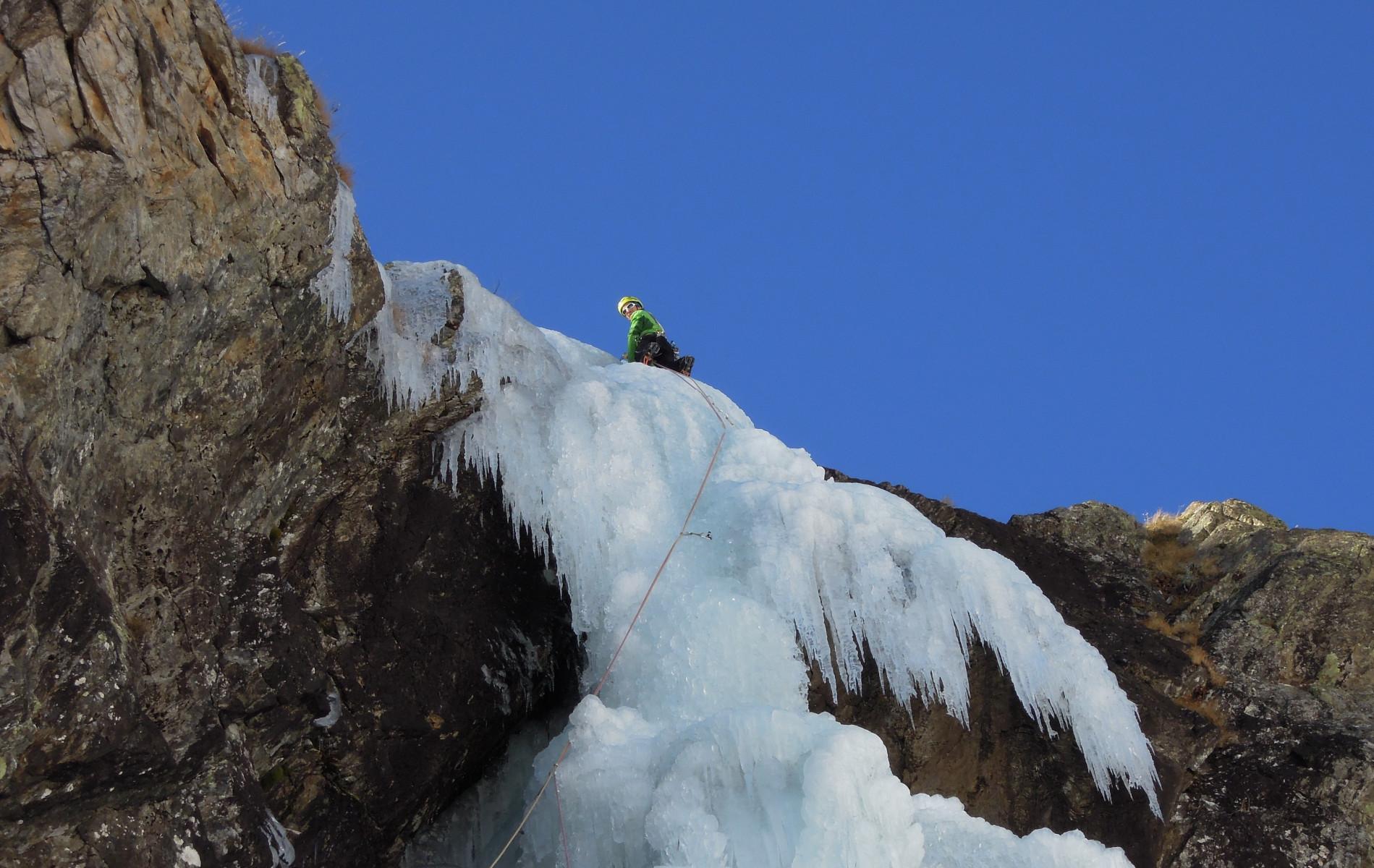 Corso privato di ice climbing di 2 giorni in Valle Varaita