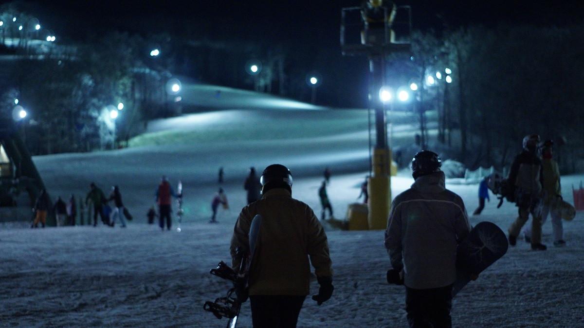 Discesa notturna in sci o snowboard e cena in rifugio a Bardonecchia