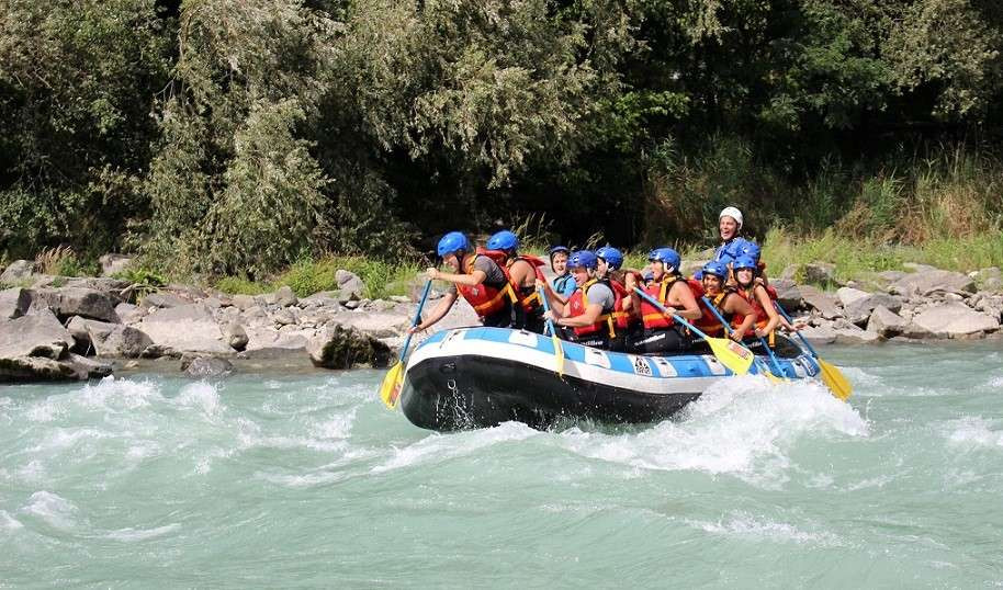 Discesa di rafting classico in Valtellina