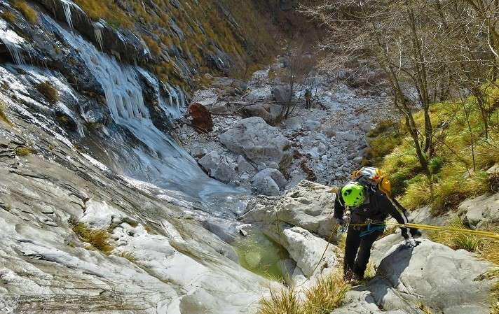 Dry Canyoning Canal Pianone nelle Alpi Apuane