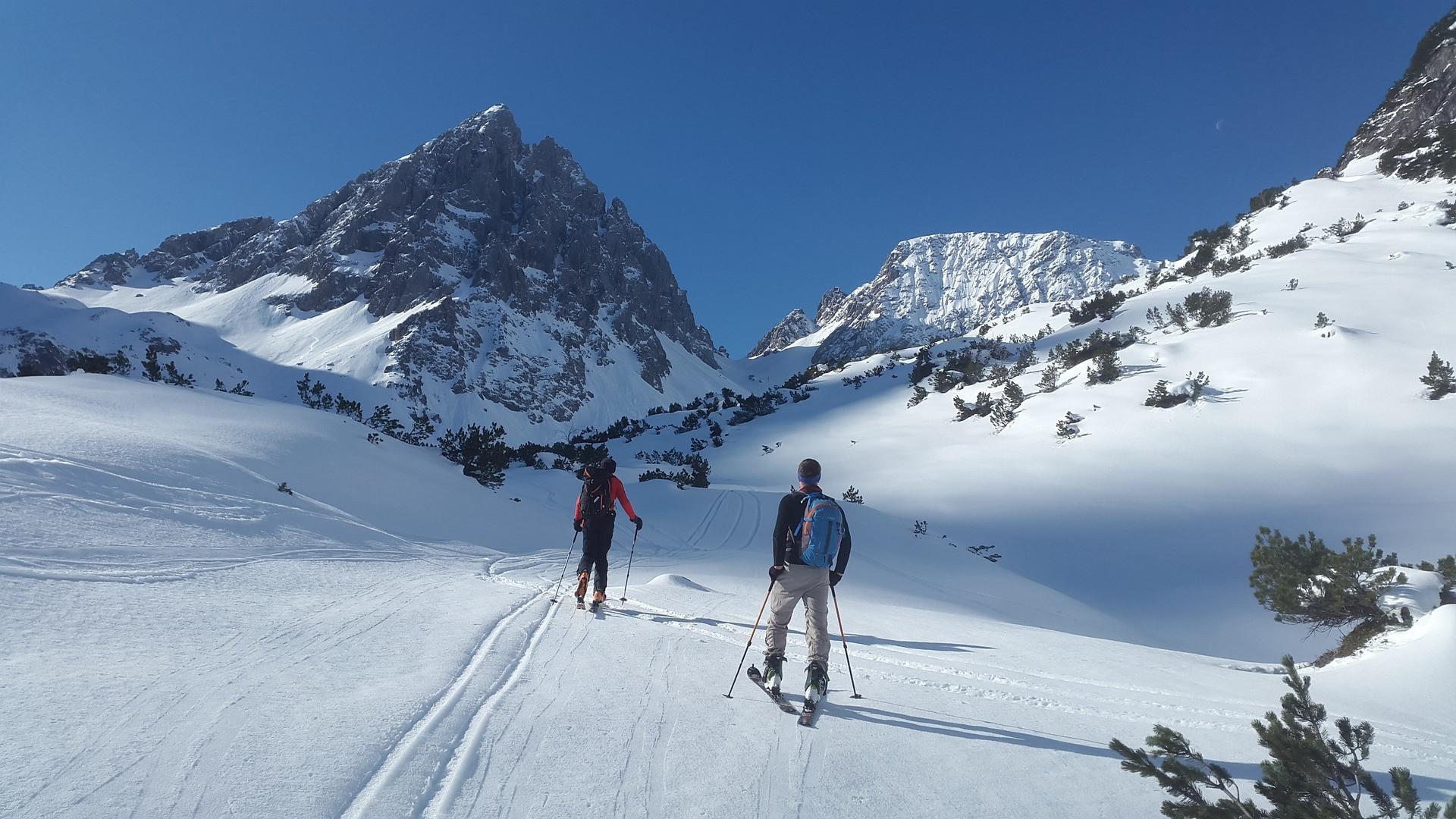 Due giorni di sci alpinismo in Val Maira e notte in relais di montagna