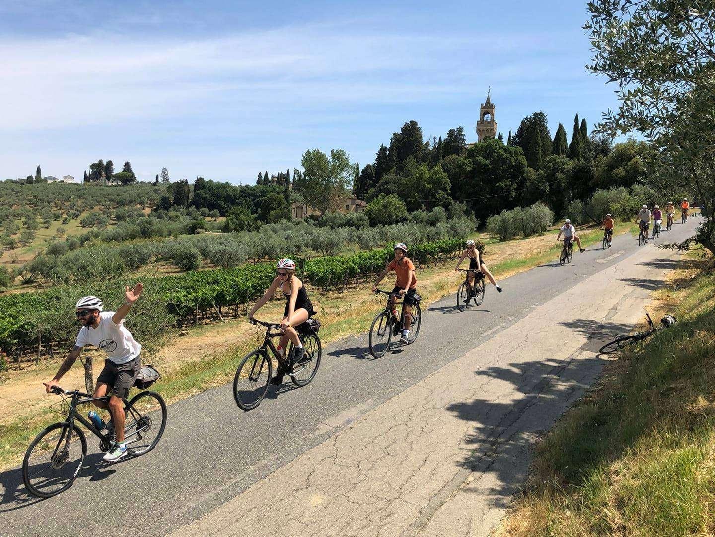 E-bike tour a San Gimignano e degustazione vino
