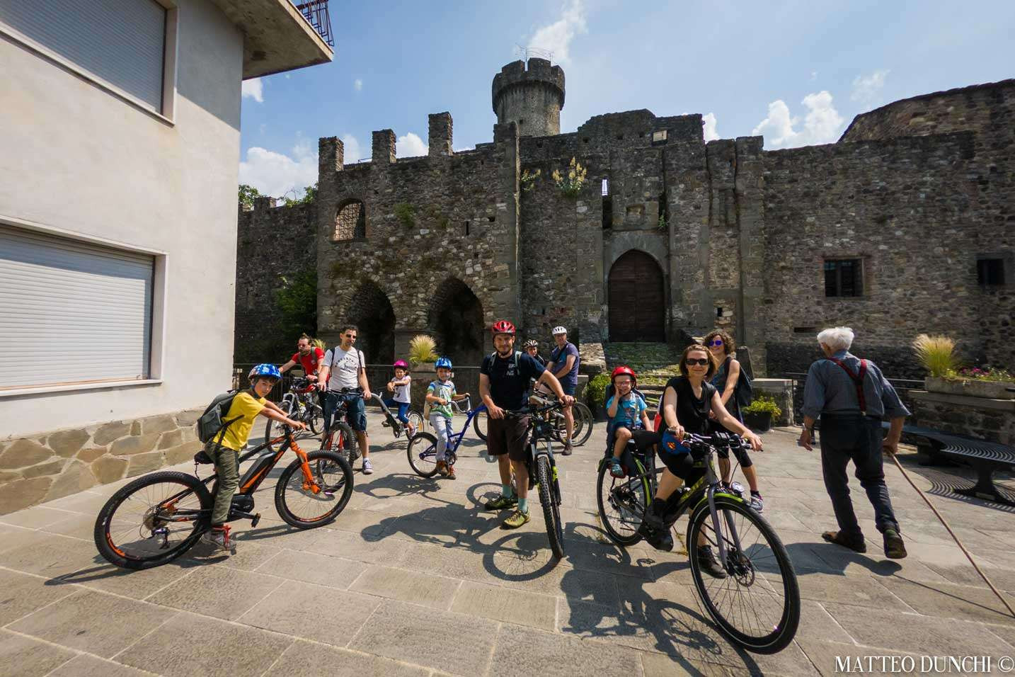 E-bike tour tra i borghi medievali della Lunigiana