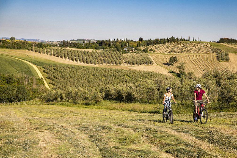 E-bike tour e degustazione di vino nell'oasi della Valconca