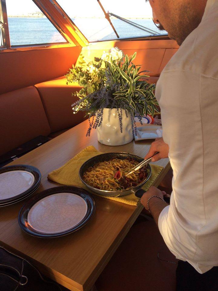 Escursione privata in barca a vela a Rimini e cena per due