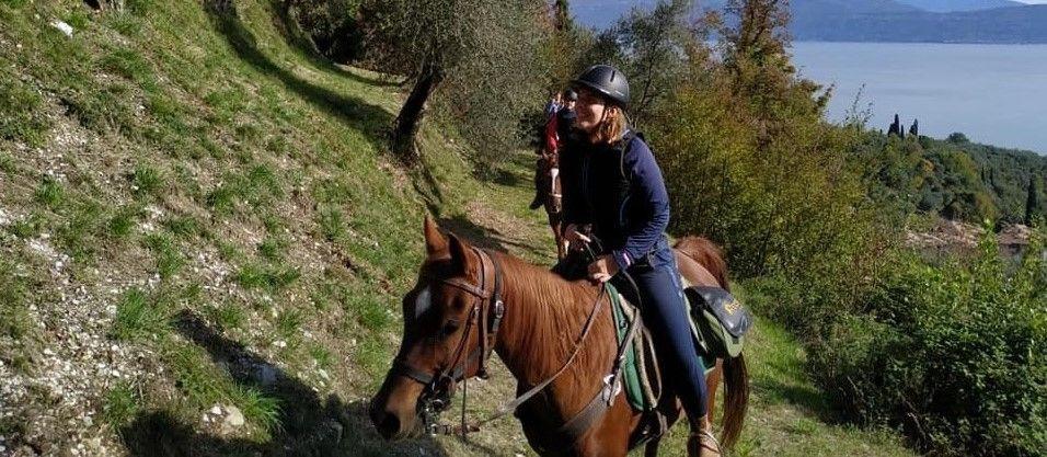 Giornata a cavallo con pranzo nel parco dell'Alto Garda Bresciano