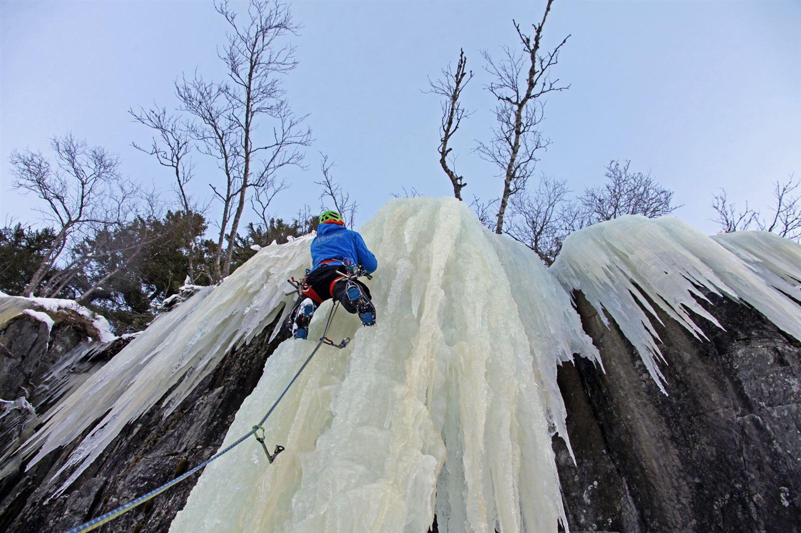 Giornata di avvicinamento all'ice climbing sulle Dolomiti trentine