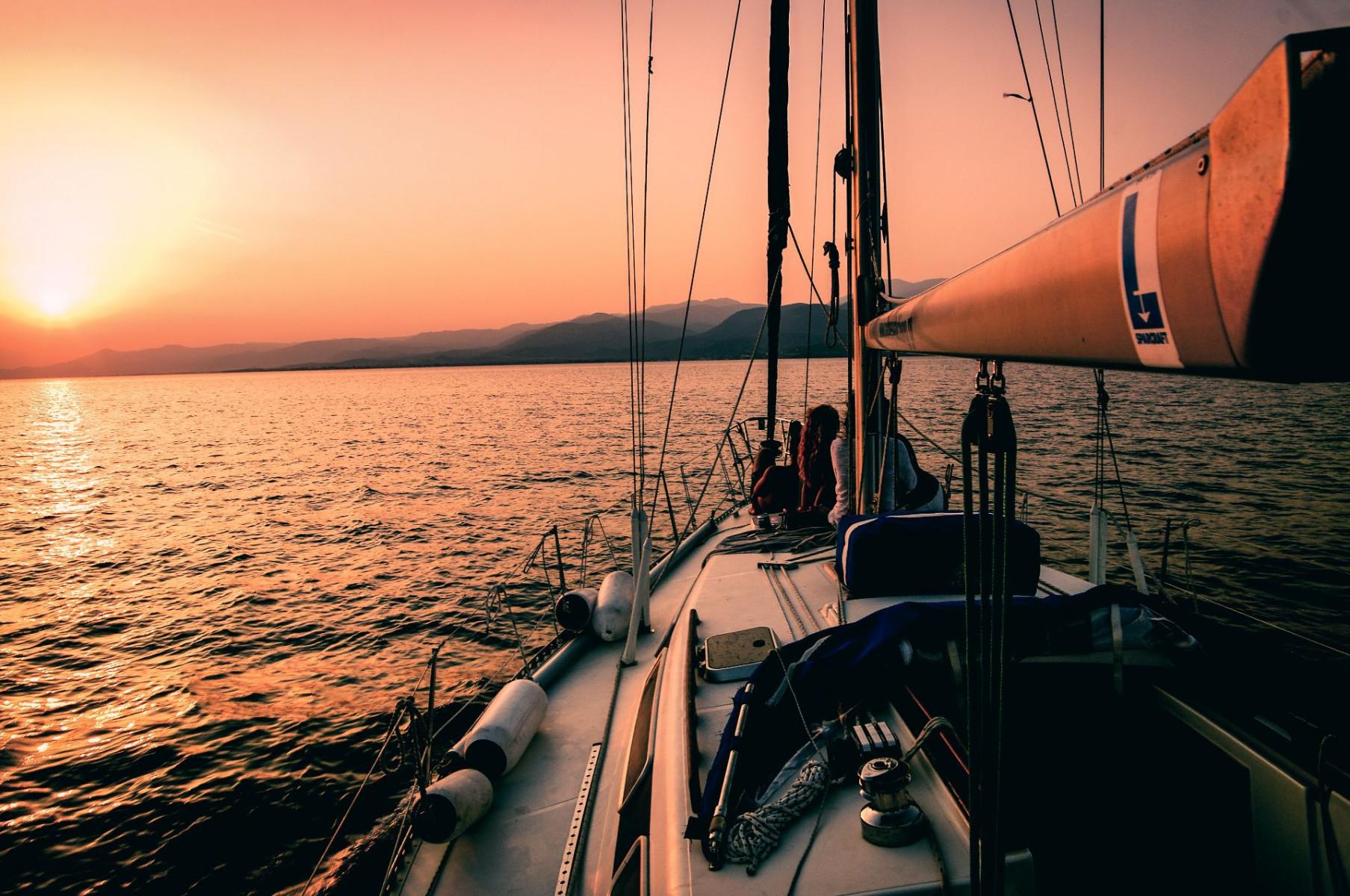 Tour in barca a vela ad Anzio con aperitivo al tramonto