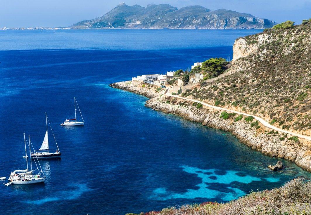 Gita in barca a vela alla scoperta di Favignana e Levanzo