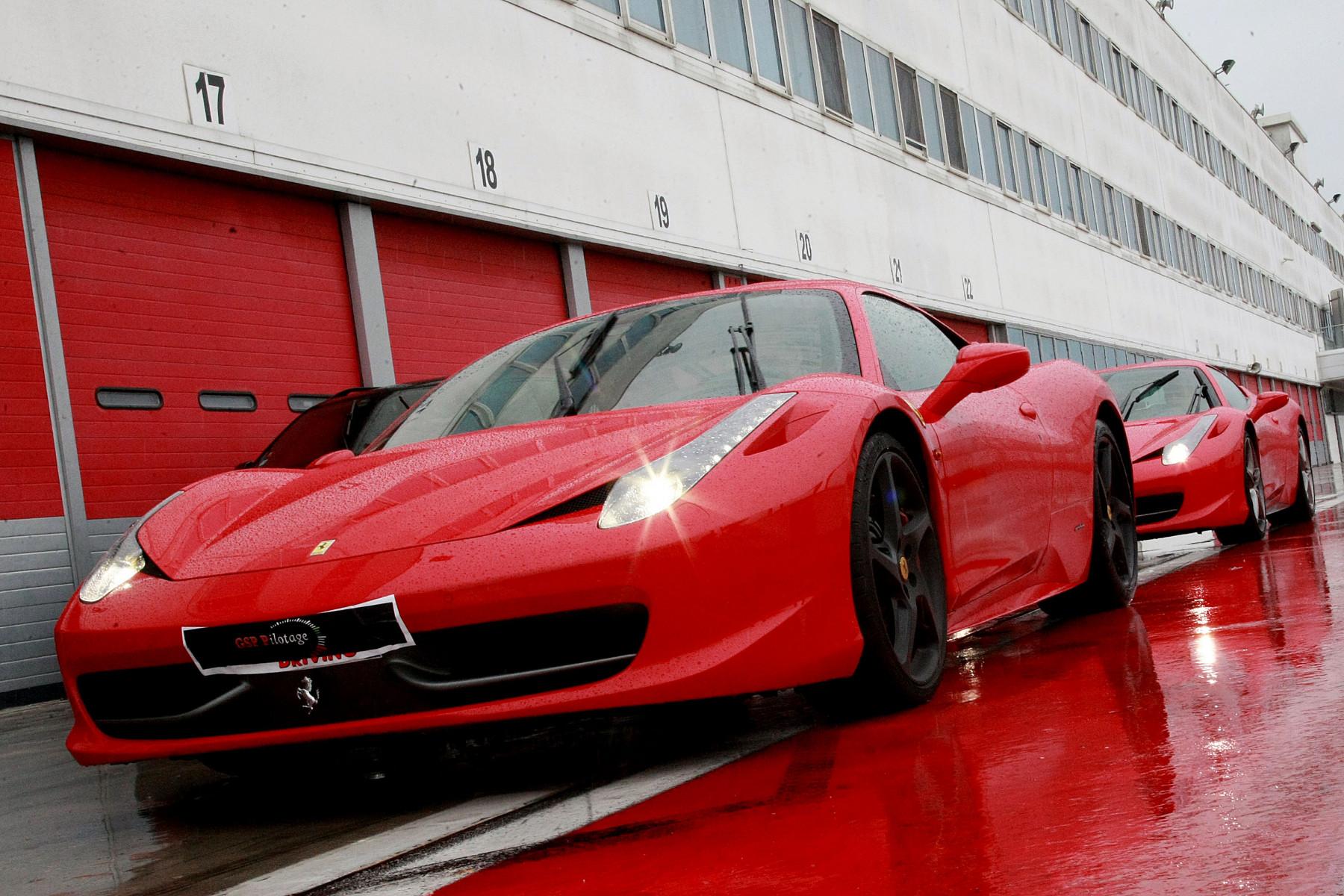 Guida sportiva in Ferrari al Castelletto Circuit