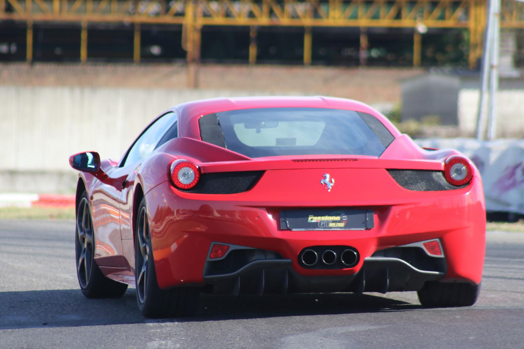 Guida sportiva in Ferrari al Lignano Circuit