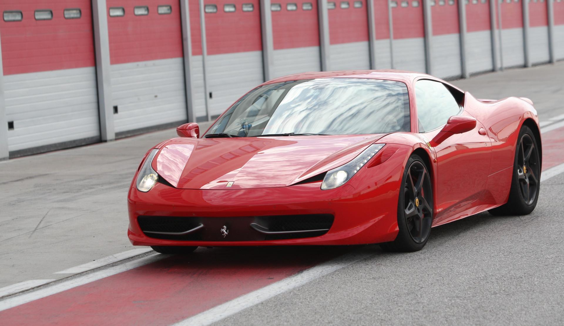Guida sportiva in Ferrari all'Autodromo di Lombardore