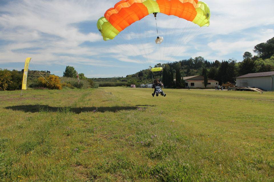 Lancio in tandem con paracadute a Caltagirone (CT)