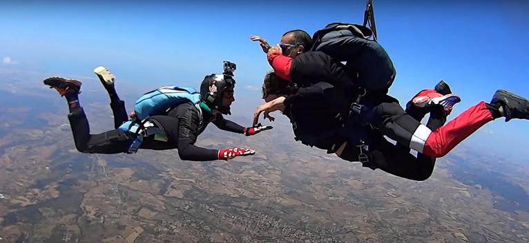 Lancio in tandem con paracadute a Castel Volturno (CE)