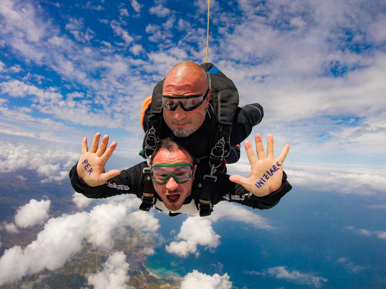 Lancio in tandem con paracadute in Salento