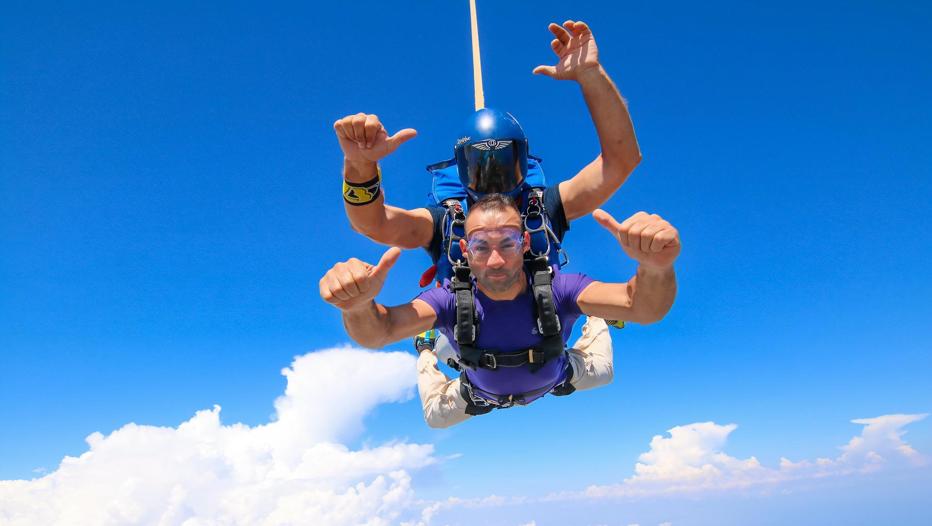 Lancio in tandem con paracadute a Siracusa