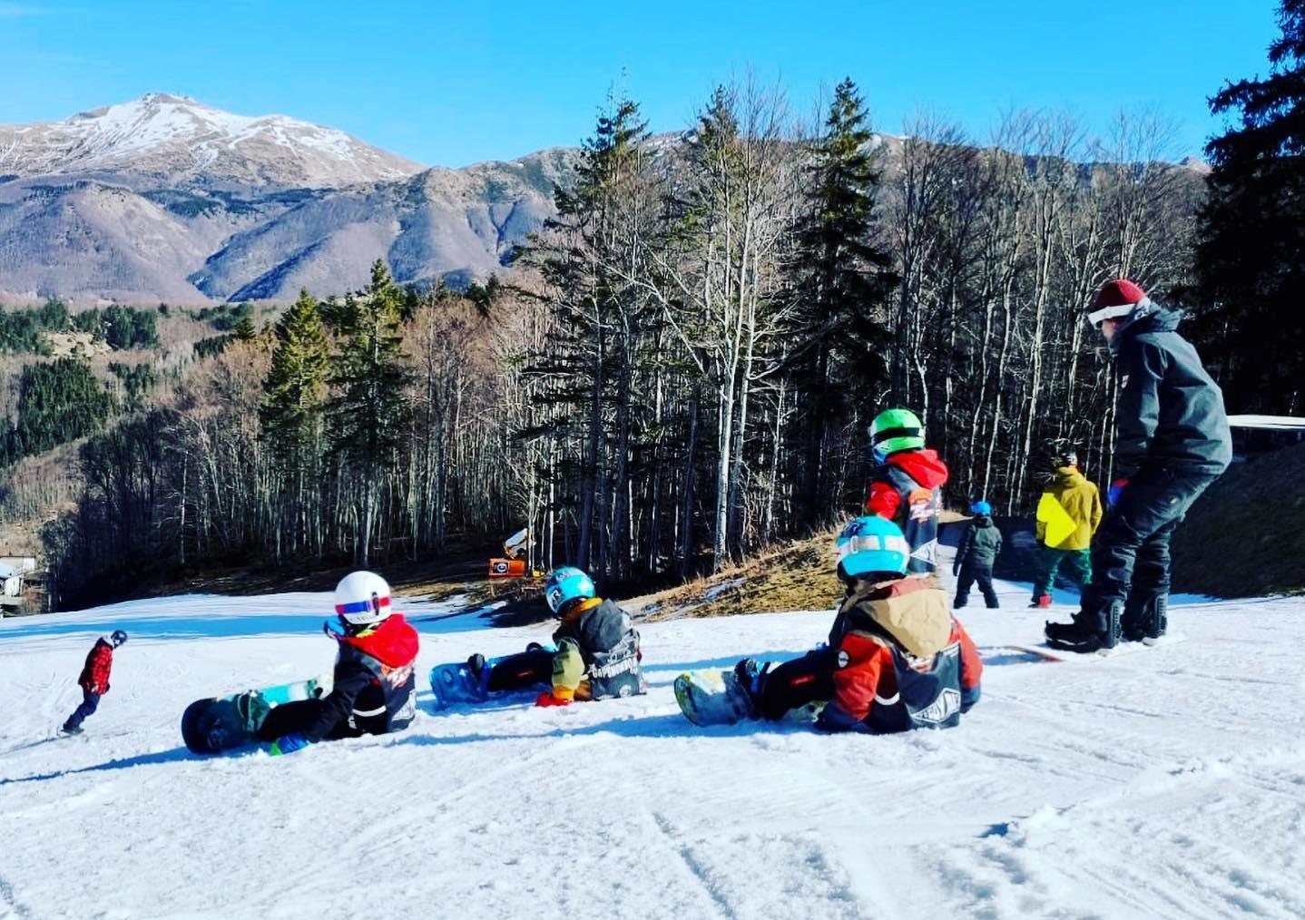 Lezione privata di snowboard per bambini ad Abetone