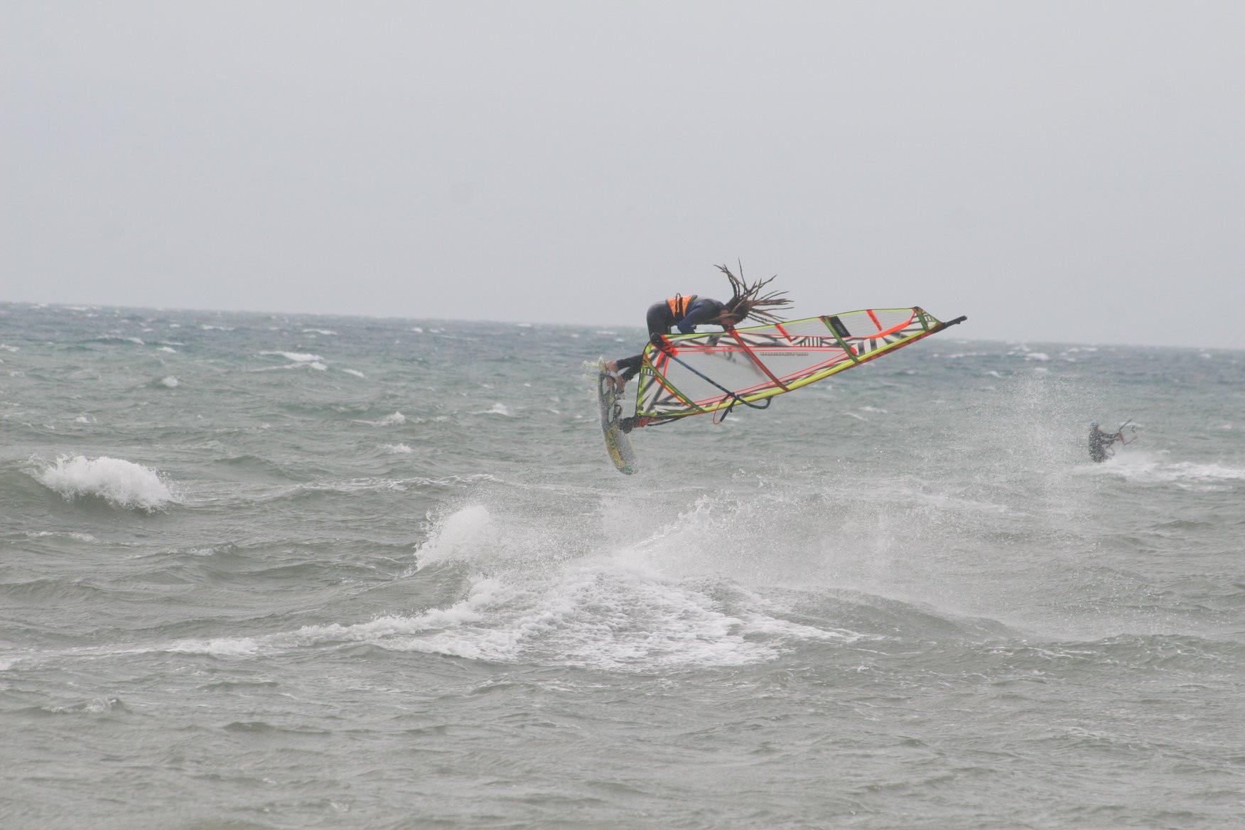 Lezione di Windsurf - da intermedio ad avanzato - a Tarquinia Lido (VT)