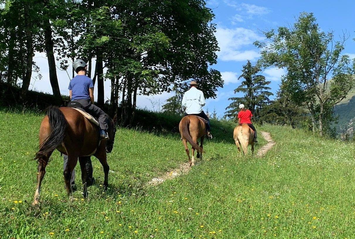 Passeggiata a cavallo con degustazione a Lurisia
