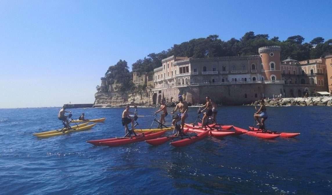 Passeggiata in bici d'acqua sul Golfo di Napoli