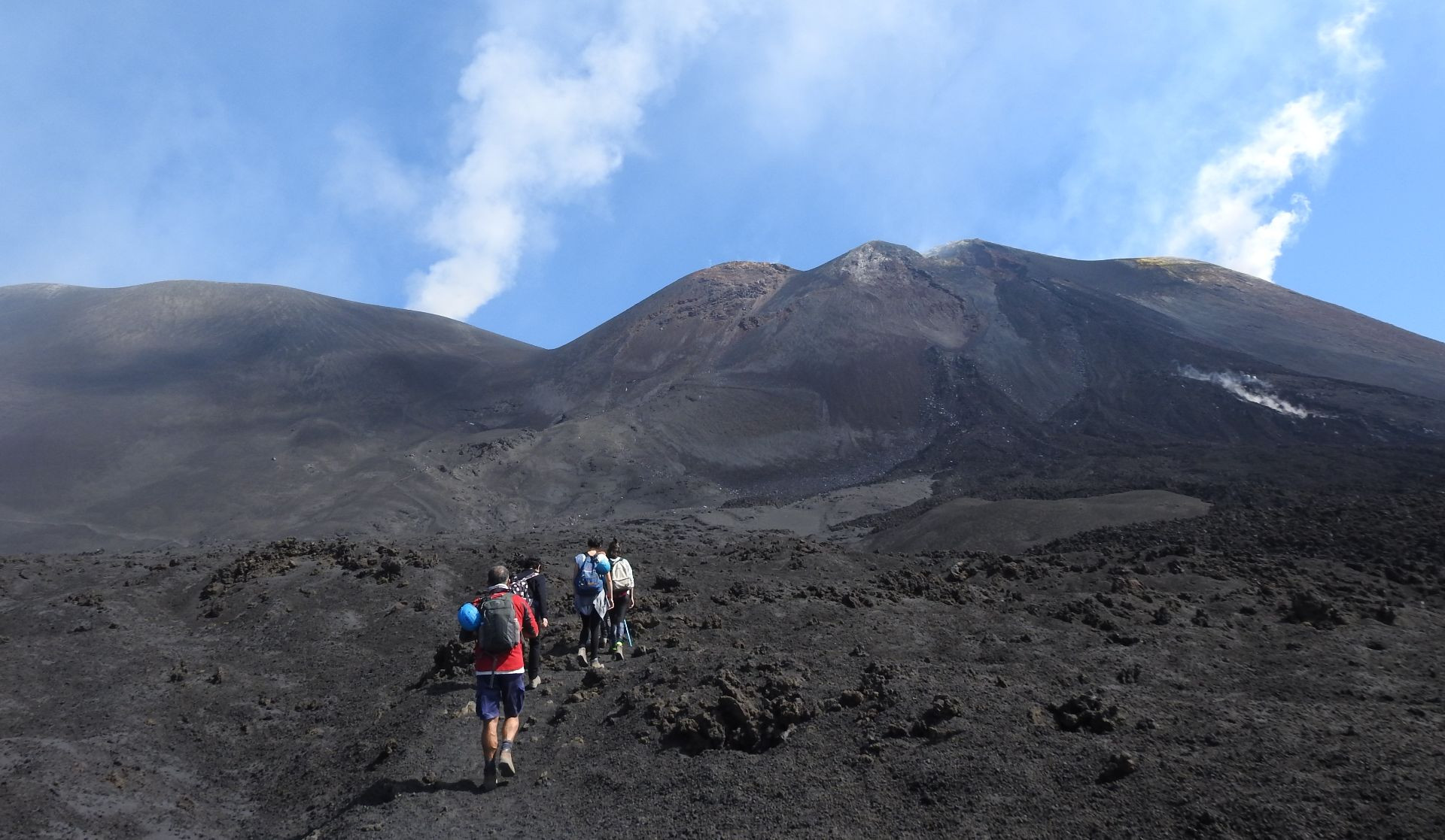 Salita sull'Etna in funivia e trekking tour
