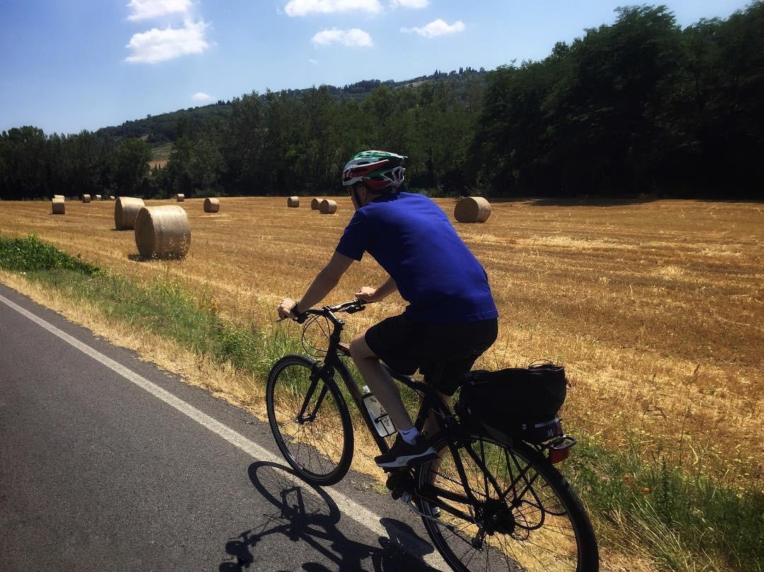 Soft tour in bici, visita a San Gimignano e degustazione di vino