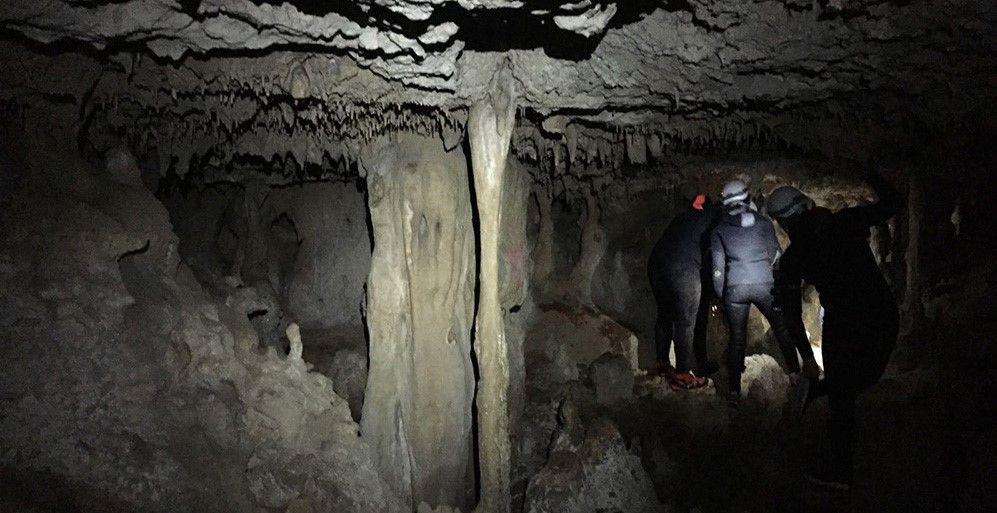 Speleo-canyoning nella grotta di Punta degli Stretti a Orbetello