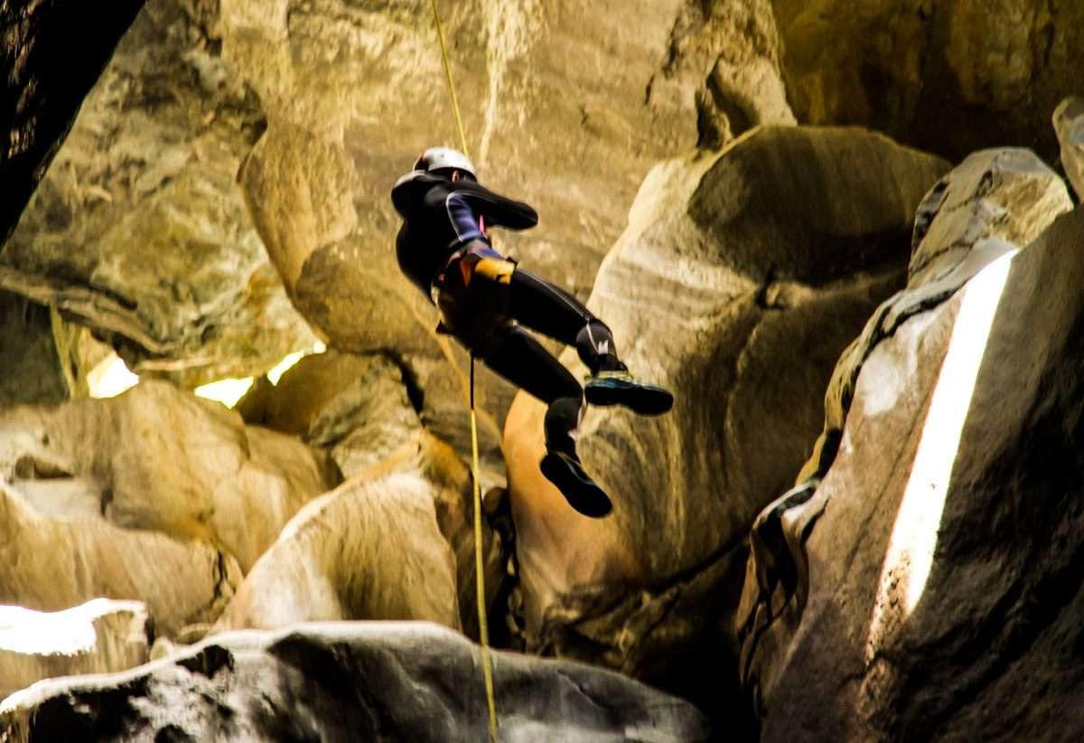 Speleo Canyoning nei torrenti sotterranei della Valmalenco