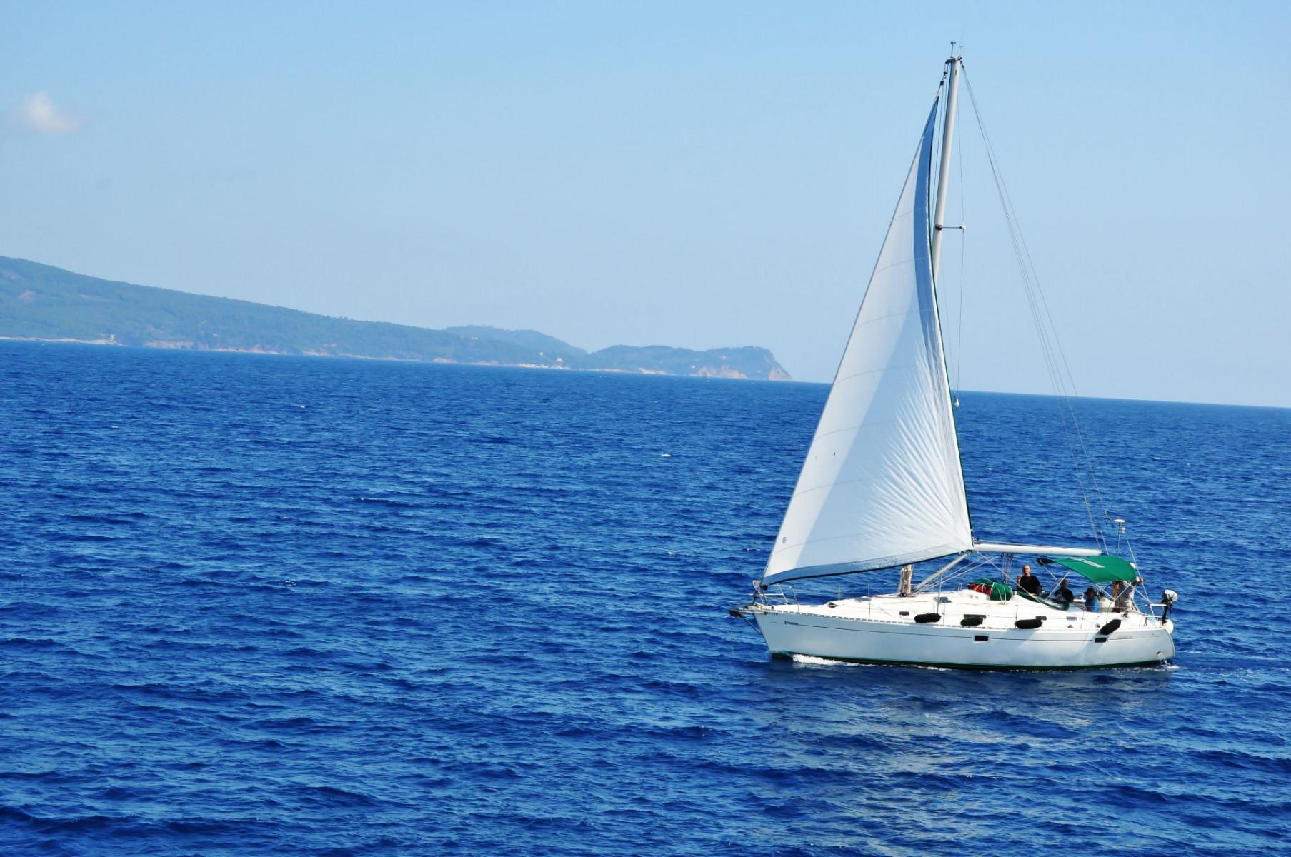 Tour in barca a vela a Ostia con pranzo o cena a bordo