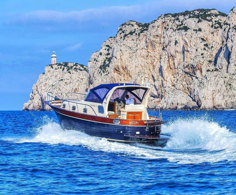 Tour giornaliero in barca privata a Capri