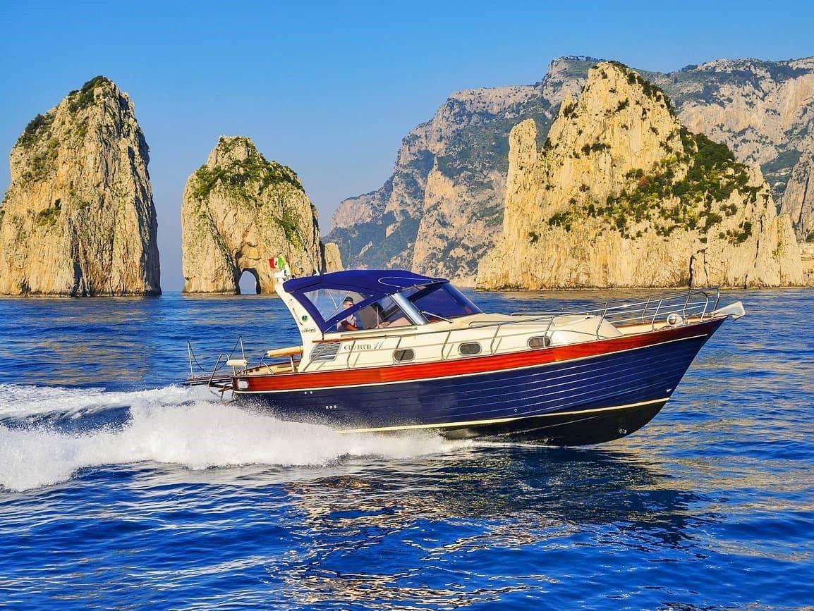 Tour giornaliero in barca privata a Capri e Positano