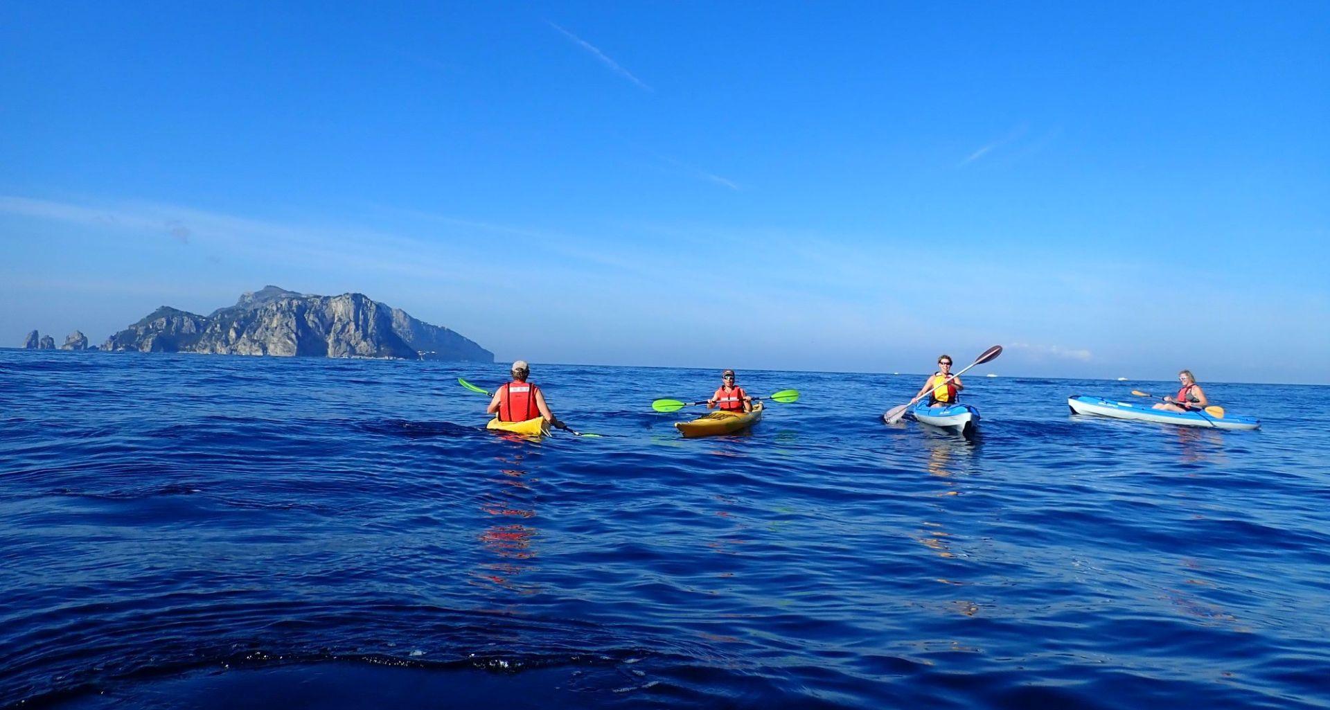 Tour in kayak alle isole Li Galli