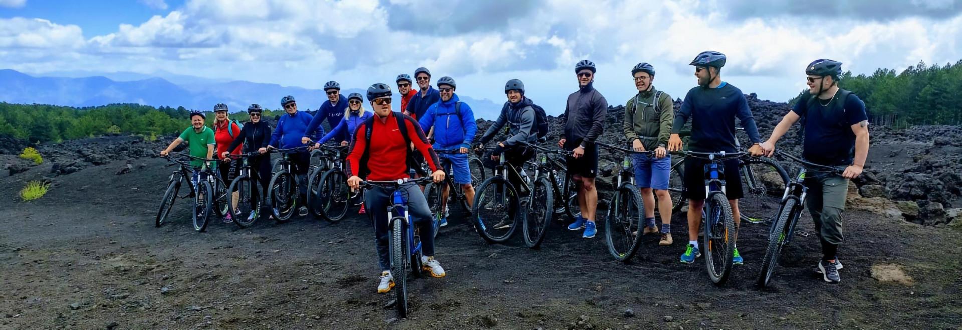 Tour dell'Etna in mountain-bike sulla Pista Altomontana