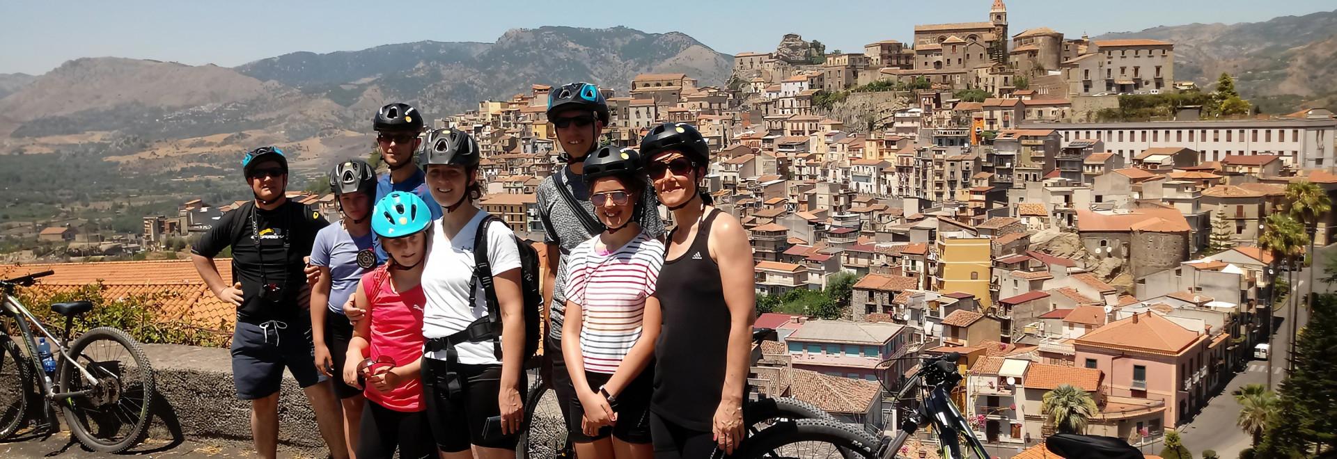 Escursione in mountain-bike nella valle dell'Alcantara