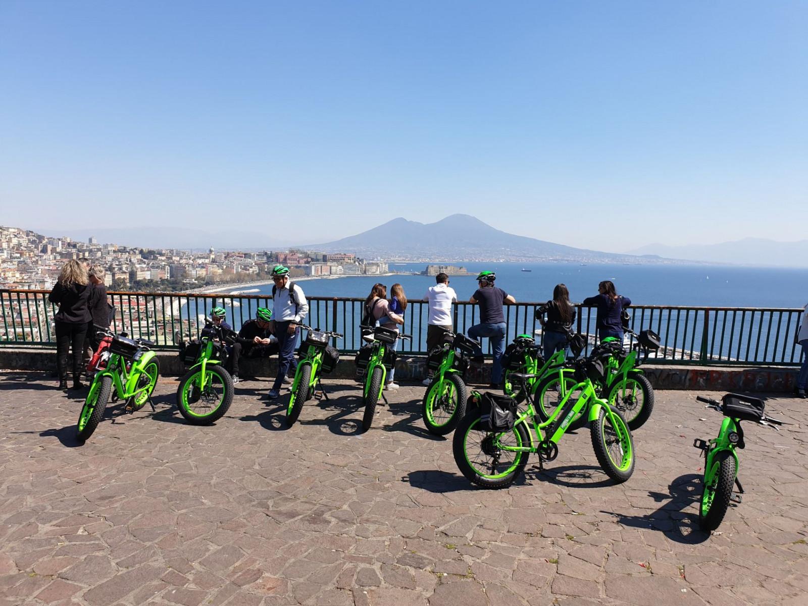 Tour di Napoli in e-bike al tramonto