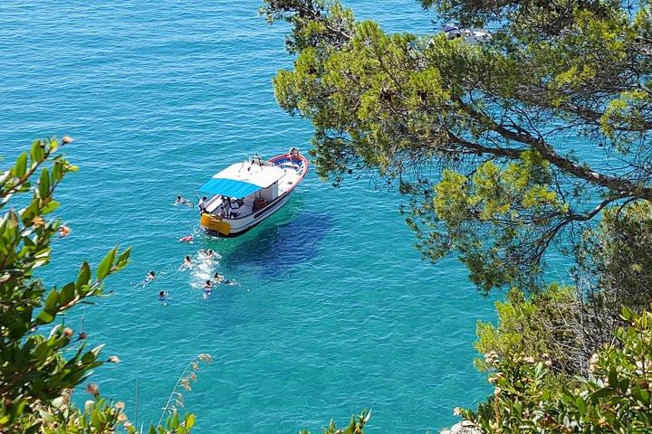 Tour privato in barca alle grotte di Sperlonga con pranzo a bordo