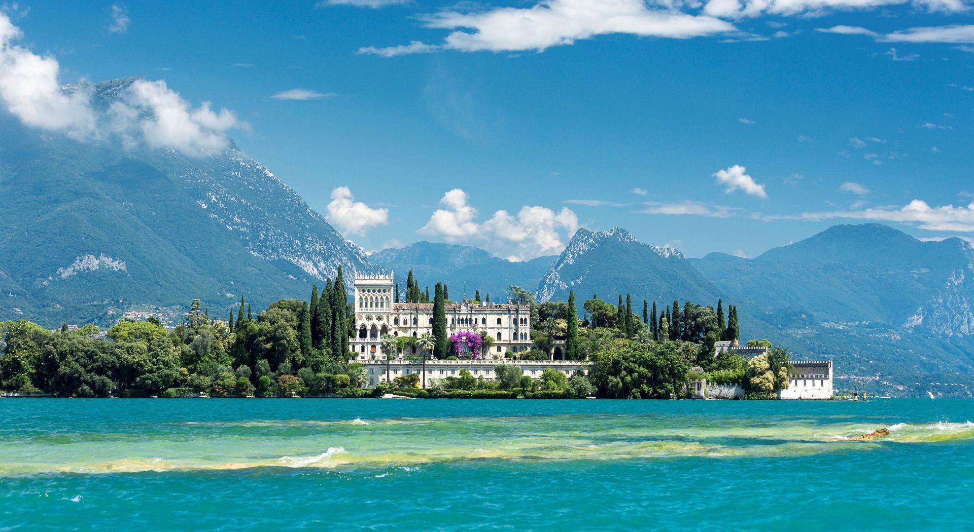Tour privato in barca sul Lago di Garda: Isole e Costa Romantica