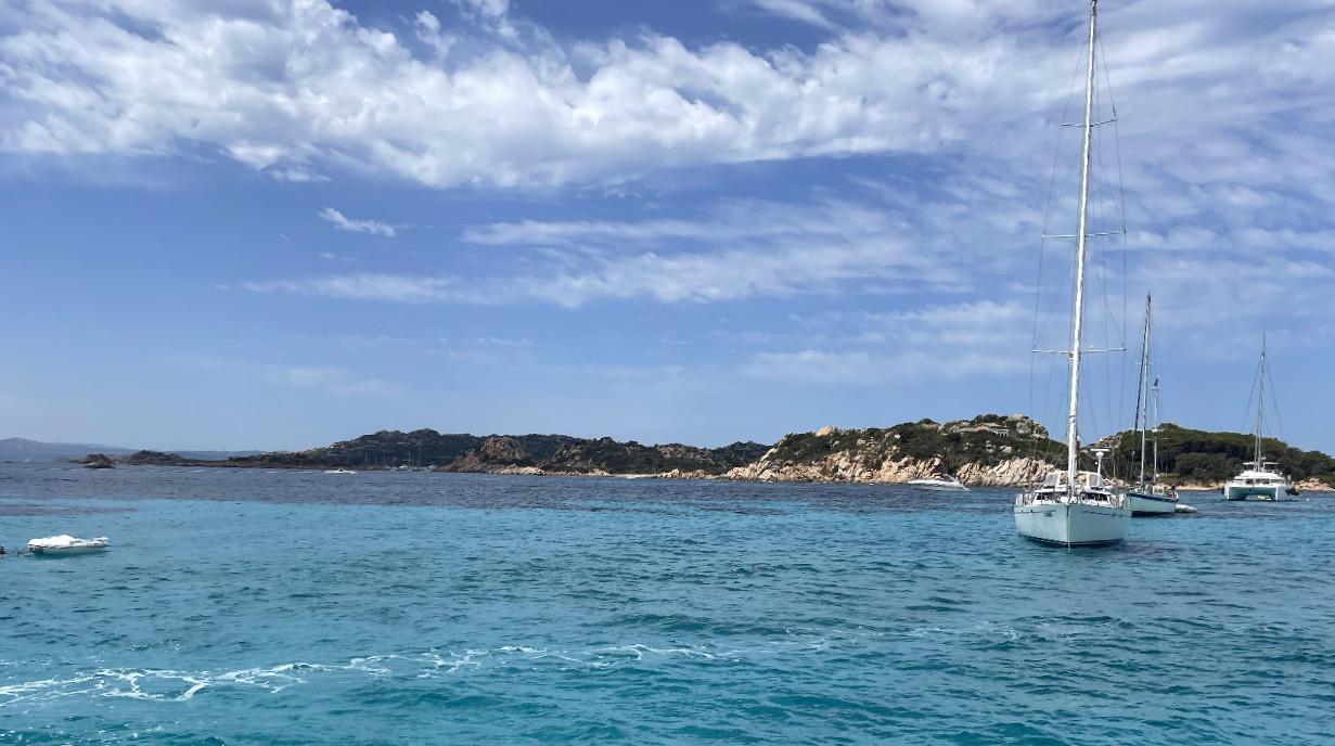 Tour privato in barca a vela all'Arcipelago della Maddalena