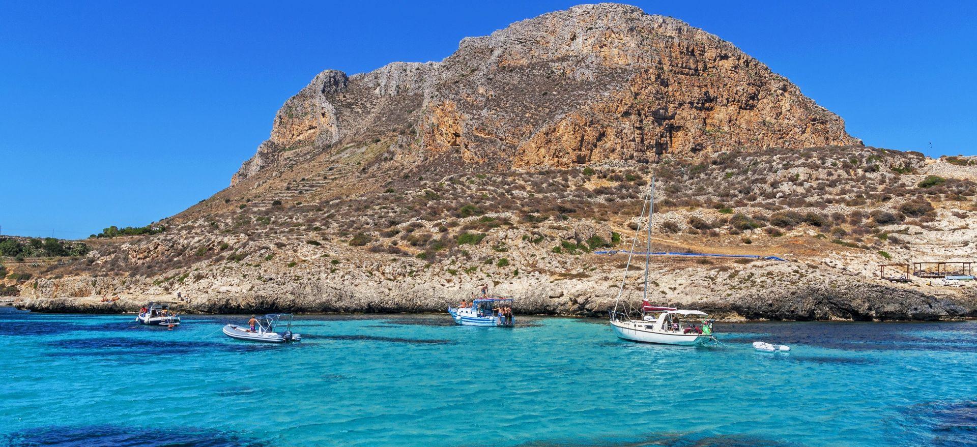 Tour privato in barca a vela a Favignana