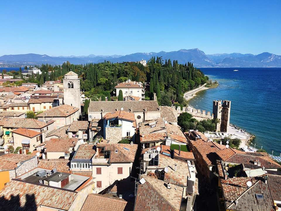 Tour privato in elicottero sul Lago di Garda