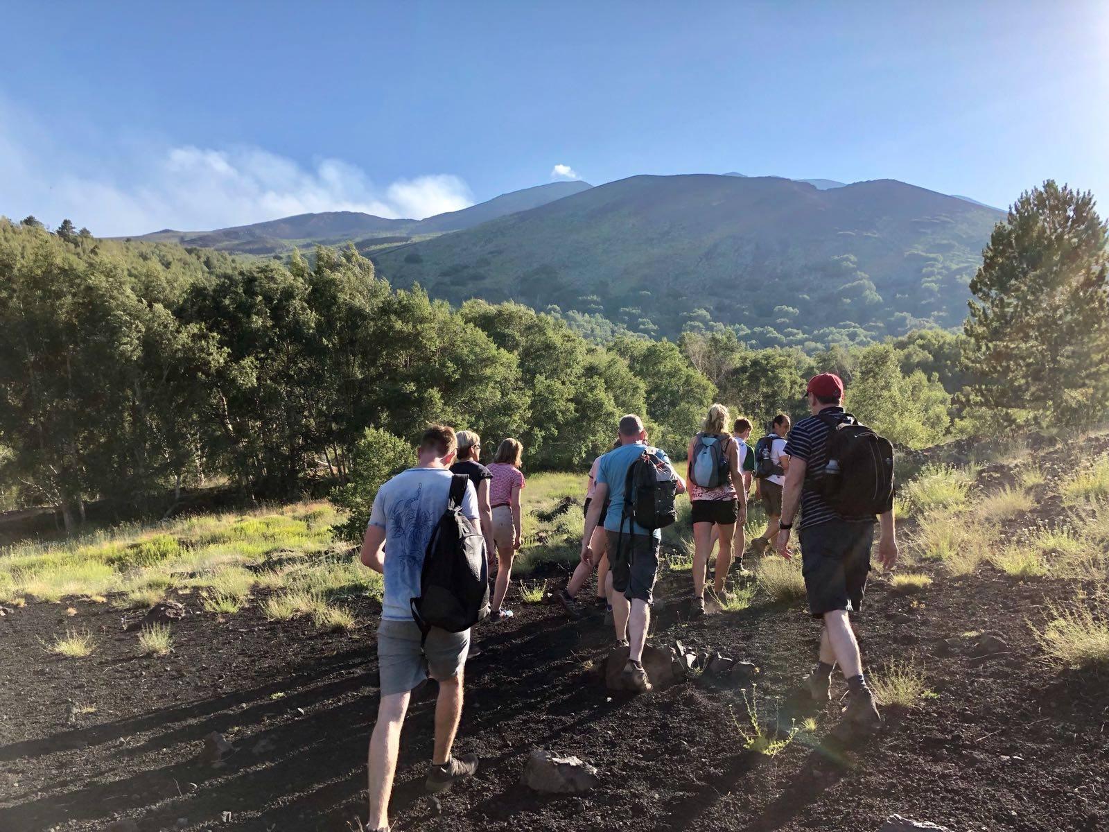 Trekking sui sentieri dell'Etna e degustazione vini