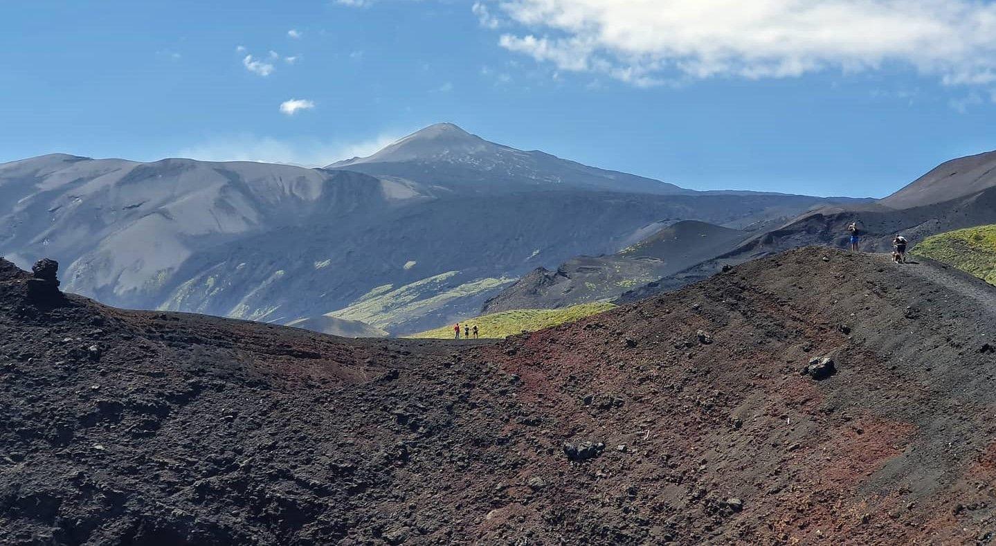 Trekking tour al tramonto sull'Etna