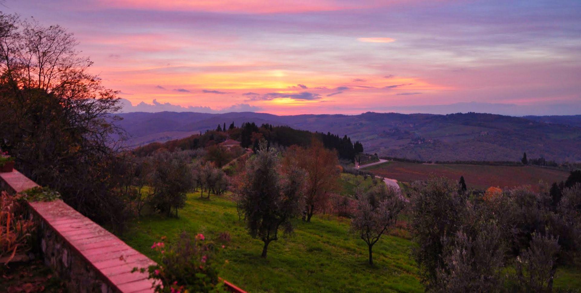 Trekking tour al tramonto, pic-nic e notte in tenda sui colli fiorentini